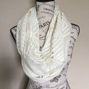 🧚🏻‍♂️Attention Infinity scarf. Cream